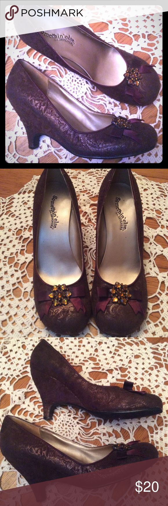 ⚜️Vintage Style Printed Suede Heels⚜️ These beautiful heels are classic vintage Style with pretty burgundy bows on the front with amber rhinestone embellishments. The fabric on the show is a burgundy brown with a golden paisley floral print imprinted on them. Pet/smoke free. Skechers Shoes Heels