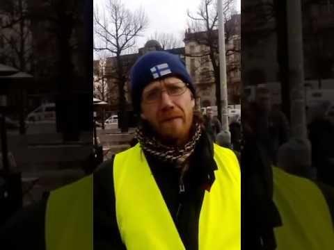 Kongo-poliisi uhkaili Suomi-Maidan leirissä. Todistajat kertovat.