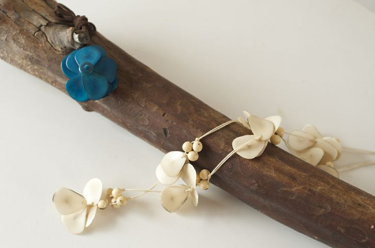 Flower petals necklace - 花びらネックレス https://maite.stores.jp/#!/items/53572b0483f1534c46000498