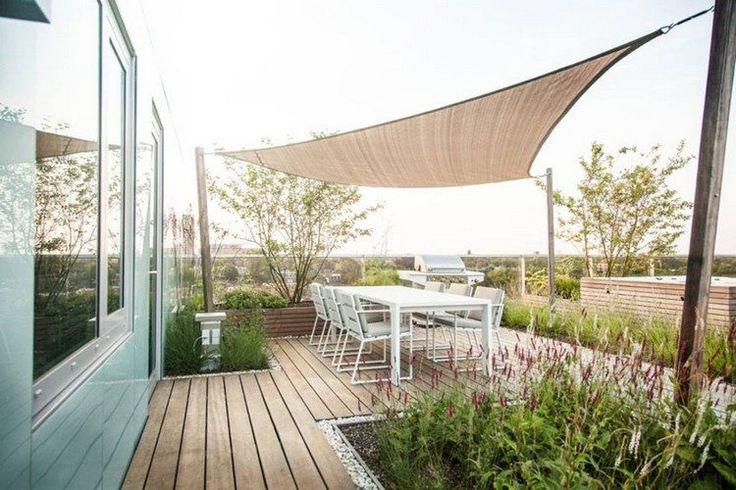 freistehender Sonnensegel auf der Dachterarsse