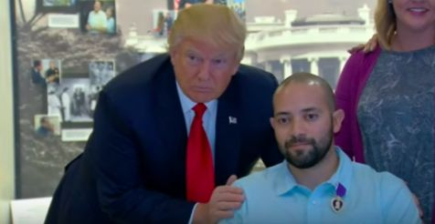 4/24/17 Trump Awards Purple Heart To Wounded Soldier During First Visit To Walter Reed - American Military News