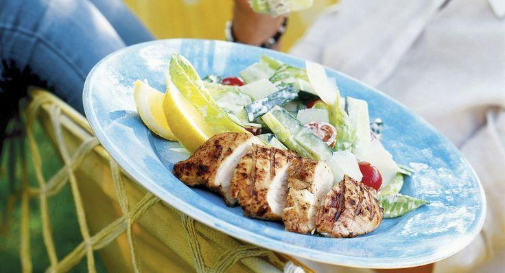 Caesarsallad med grillad kyckling och parmesanost