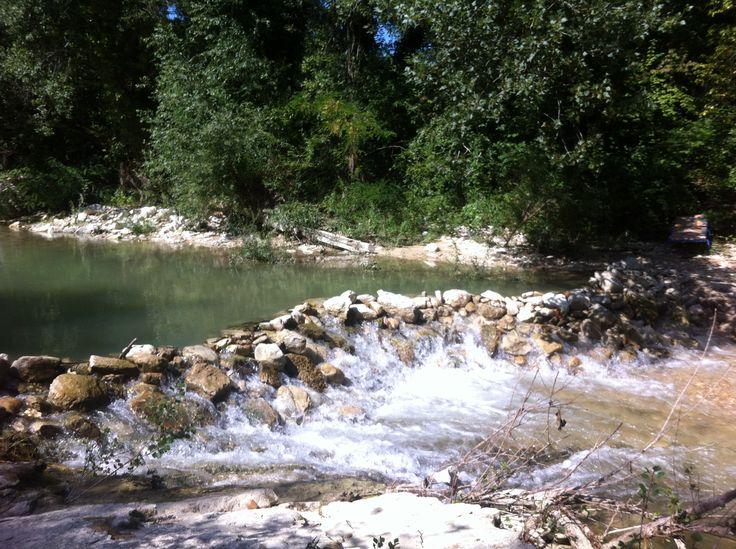 Staudamm von unseren Gästen gebaut. Der Fluss Cesano fließt am Ferienhaus Casa Valrea vorbei. www.casavalrea.de Wir sind in unser Paradis gezogen und lassen auch Gäste darin wohnen. Falls ihr Lust habt auf italienisches Landleben in schönen Ferienwohnungen, dann kommt uns besuchen.