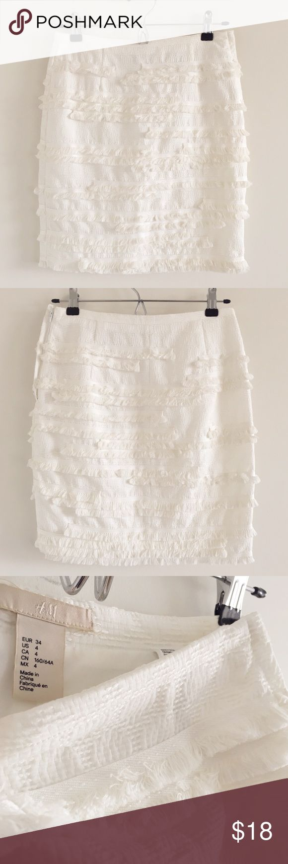 🆕 H&M White Fringe Short Pencil Skirt Size 4 A super cute lined side-zip skirt that would be perfect dressed up or dressed down.  Perfect for warm weather and tropical getaways!  Stats (laying flat): Length: approx. 18"