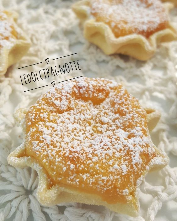 Le pardulas sono un dolce tipico sardo, il mio preferito! Le faceva la mia nonna e questa è la sua ricetta!