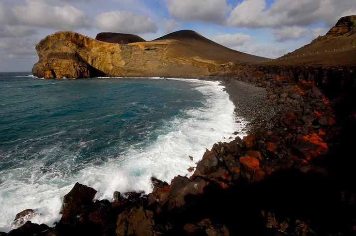 Numa ilha mais ao lado... quem sabe onde? // In a nearby island... who know where?