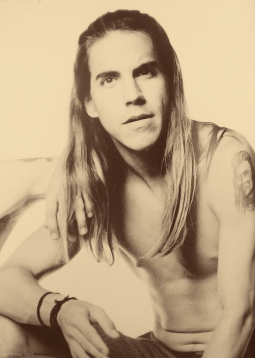 Anthony Kiedis, rock n' funk king. Pretty decent looking too, almost too decent - nah he's perfect :)