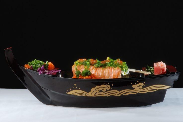 Hoewel sushi tegenwoordig wereldwijd verkrijgbaar is, blijft het natuurlijk een typisch Japans gerecht.