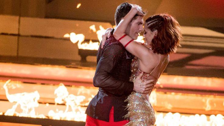 Vanessa Mai und ihr Tanzpartner Christian Polanc kamen sich wieder einmal ganz nahe. Nicht nur das Feuer auf der Bühne knisterte gewaltig