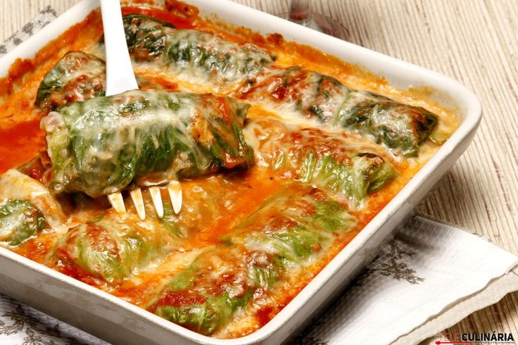 Rolinhos de couve lombarda com salsichas, queijo e fiambre