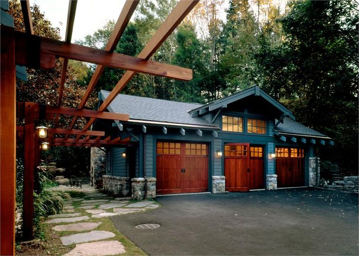 Pretty craftsman carriage house garage in bedford corners for Craftsman style garage