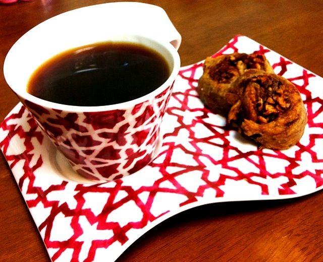 レシピとお料理がひらめくSnapDish - 11件のもぐもぐ - Homemade raisins yeast cinnamon rolls w/ ethiopian coffee. Not too bad, but there's much to be evolve ;) レーズン酵母のシナモンロールとエチオピアのコーヒーでひと休み♡ 酵母、なかなかうまくいかないのです。。 by Esabella
