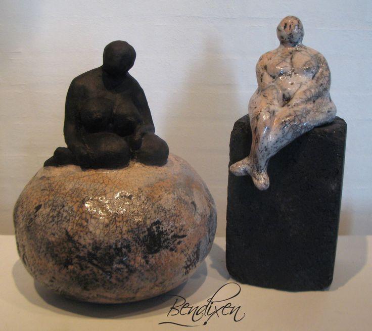 dame skulptur i keramik - sælges via. galleri Himmerland gattenvej 85 - Farsø