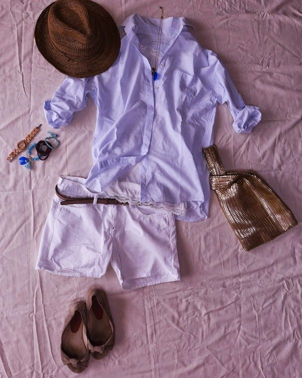今日も昨日に引き続きの体調不良のため、パジャマで過ごしている本日。 ですのでコーディネート画像のみの掲載です。 すみません...  シャツ/Spick&Span パンツ/ユニクロ ベルト/ユニクロ バッグ/GALLARDAGALANTE 帽子/MUJI サンダル/gaimo  薄い水色とホワイトのショートパンツはこの夏に着てみたかった組み合わせ。
