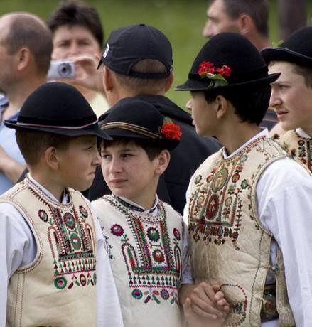 Magyar népviseletek - Csángó gyermekek viselete - Erdély és Moldva