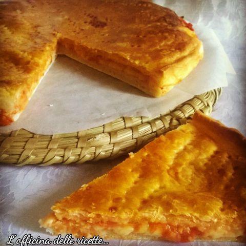Pizza parigina, non lasciatevi ingannare dal nome, è la nostra golosa pizza mediterranea, fragrante e piena di gusto.