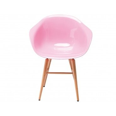 Cette #chaise en #bois et en #plastique rose clair crééra une ambiance vintage et apportera une touche de couleur à votre intérieur ! Chaise avec accoudoirs Forum rose clair Kare Design