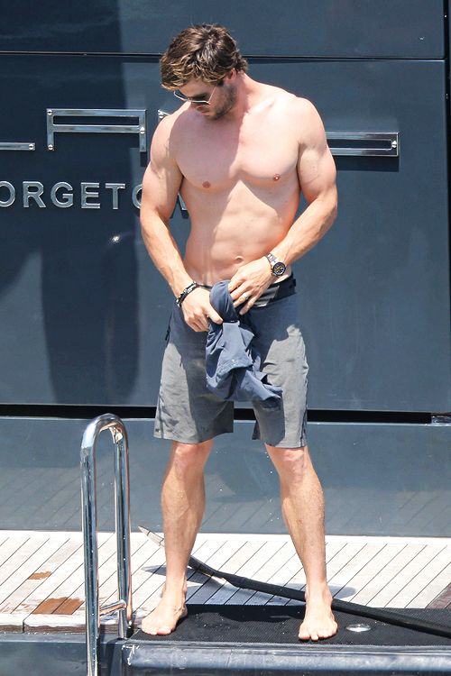 Chris Hemsworth goes shirtless while paddle-boarding in ...