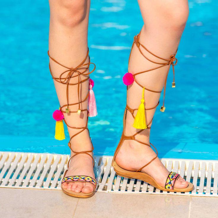 Sandale de dama Mineli Afrodita sunt ideale pentru sezonul estival, fiindrealizate din piele naturala, ciuciuri jucăși în culori vesele. Fie că le purtați pe plaja sau le asortați la ținuta de zi cu zi, veți fi senzațională.
