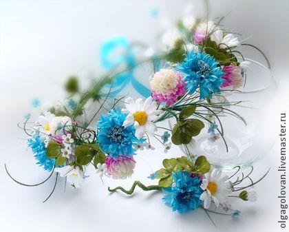 венок+`Полевые+цветы+на+зелёном+лугу...`.+Венок+с+полевыми+цветами:+клевер,+ромашки,васильки+и+незабудки.++Яркий+и+нежный,+сделан+с+любовью)++На+фото+венок+и+бутоньерка.++++Средь+Душистой+Травы..+.++Колосков+зрелых+ржи...+.++Васильки+Синевою+качнутся..+.
