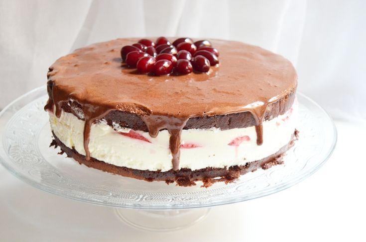 Cornus mas cream cake