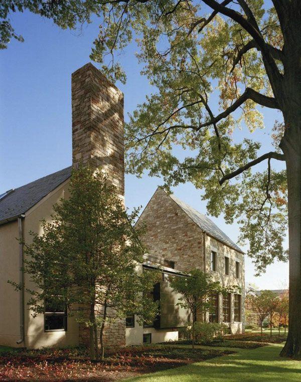 Modern Edgemoor Residence Adapted to a Traditional Neighborhood