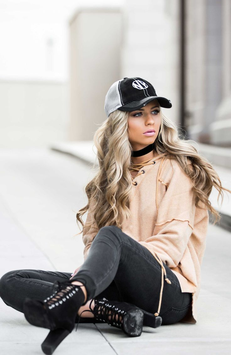baseball cap, laceup shoes, womens fashion, street style, blogger, blonde hair, wavy hair, chokers