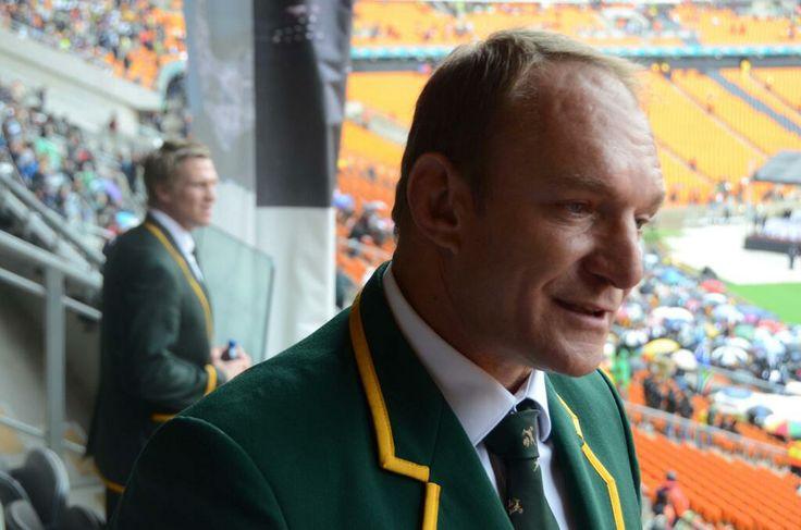 Francois Pienaar et Jean de Villiers, ancien et actuel capitaine des Springboks, présents au Soccer City de Soweto pour la cérémonie hommage à Nelson Mandela