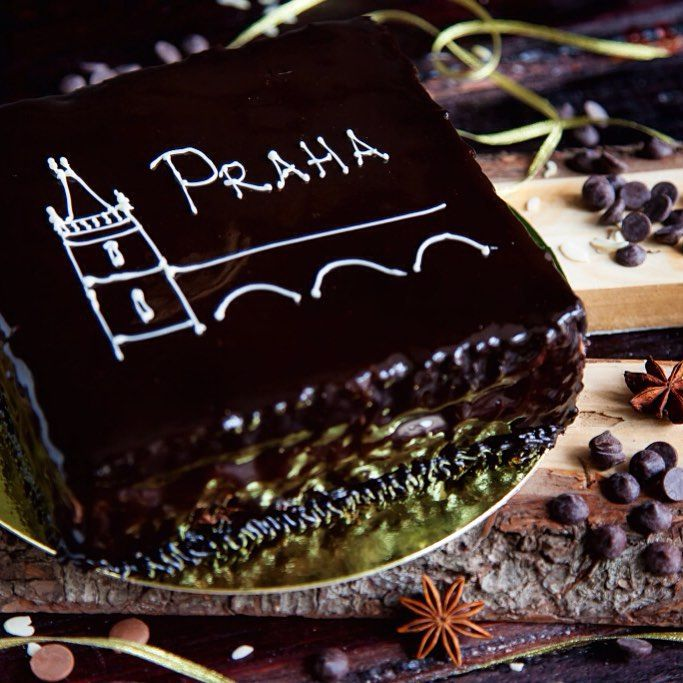 """Торт """"Прага"""" от Кондитерского дома """"Сергей Черепанов"""" - классический бисквитный торт из нежнейших шоколадных коржей с кремом из сгущенного молока и шоколадной помадкой, покрывается шоколадной глазурью. Настоящее искушение для сладкоежек. #vl#vladivostok#confectionaryhouse#bakery#scherepanov#cakes#candies#sweets#pastry#delicious#tasty"""