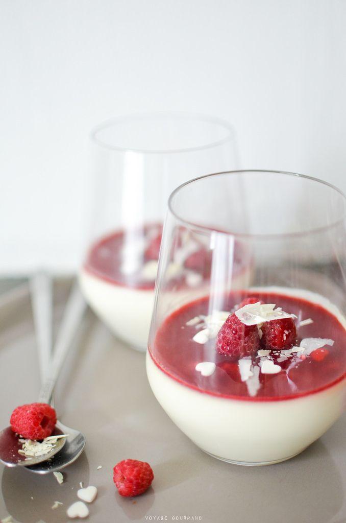 Panna cotta au chocolat blanc, rose et framboises