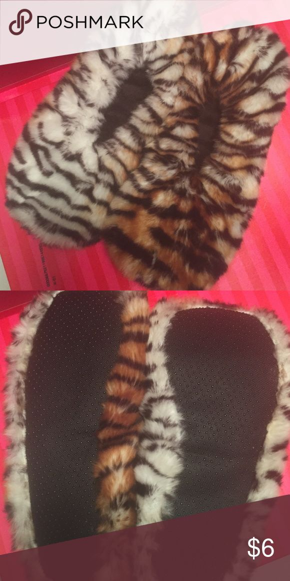 Slippers NWOT fuzzy animal print slippers ! Shoes Slippers