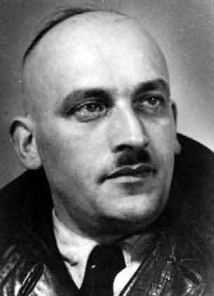 Dienstleiter Kurt Schlesinger. He was called the mayor of Westerbork. He was responsible for the transport lists