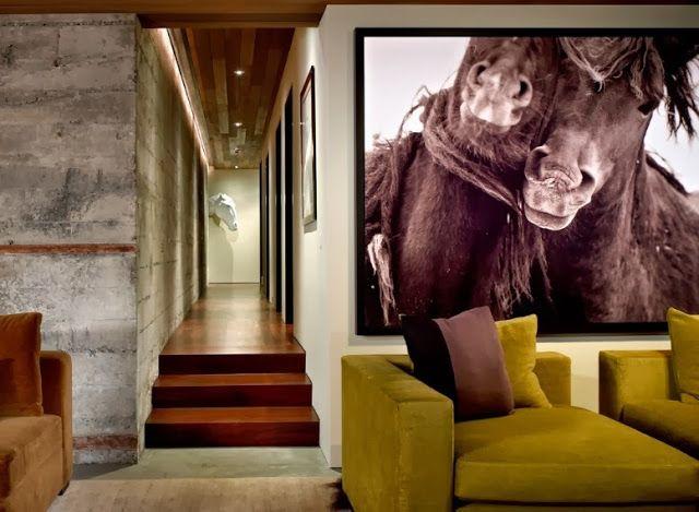 Масштабная картина Не слишком оригинально, но от этого не менее эффектный конечный результат. Лучшее место для большой картины - в гостиной над диваном.