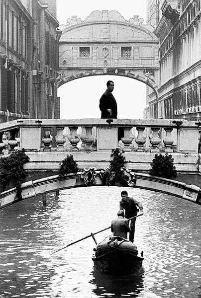 Gianni Berengo Gardin :: The Bridge of Sighs, Venice, ca. 1960 more [+] by this photographer