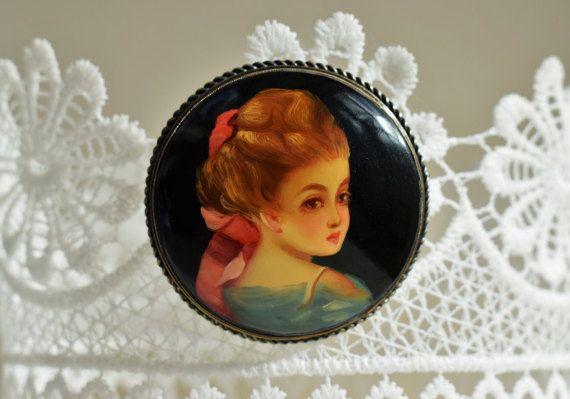 20% OFF XMAS SALE Vintage Portrait Brooch by PrettyDifferentShop