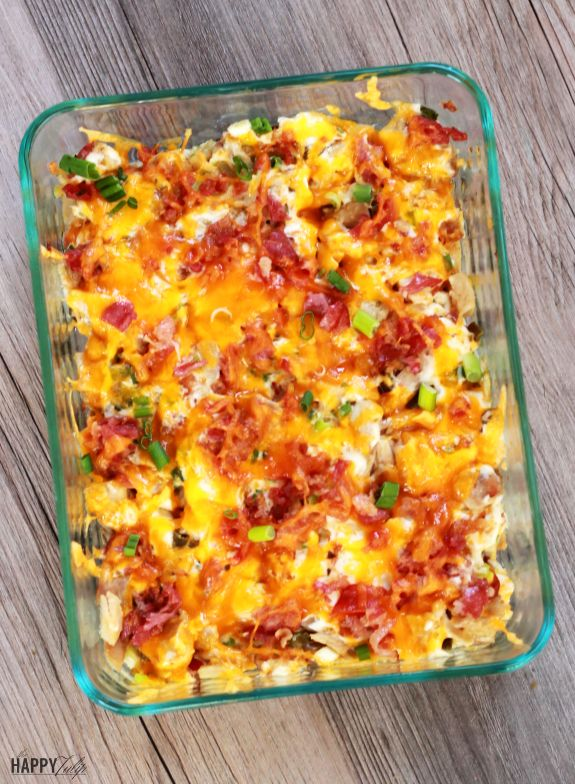 Jalapeno Popper Chicken Casserole — all the flavor of the popular appetizer in casserole form! │ thehappytulip.com