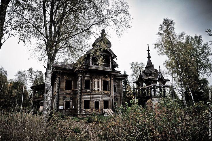 Wooden house, Ostashevo, Kostroma oblast, Russia view 1