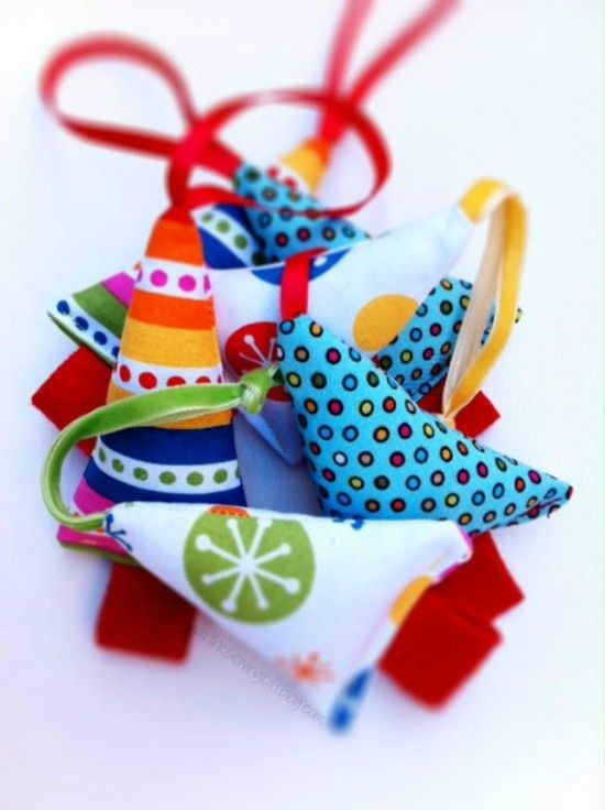 This easy pattern will have you raiding the scrap basket and making Christmas ornaments in a flash. They are also great for gift wrapping and packaging.