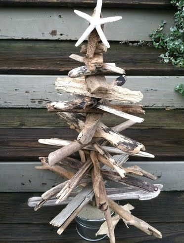 Top 25 driftwood christmas trees beach crafts for Hanging driftwood christmas tree