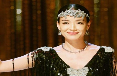 """Director Jiang Wen's new film, """"Gone With the Bullets"""", featuring Shu Qi and Ge You, was heavily criticized for being pretentious and being forgettable."""