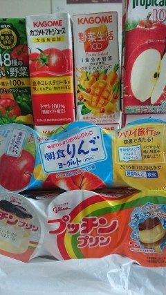 ハーイ近所の友達が病院にお見舞いに来てくれました(-) いろんな種類のジュースと朝食りりんごヨーグルトよく食べてたプッチンプリン ありがとうございます  #熊本県#山都町 #広域病院 tags[熊本県]