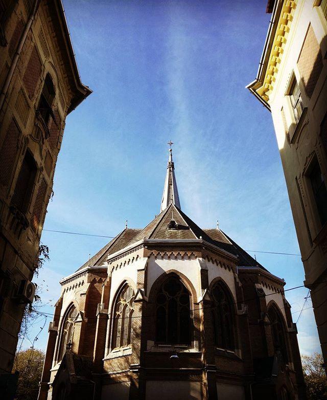#sky #light  #shadow #church #arad #autumn #travelblogger #traveling #instapic