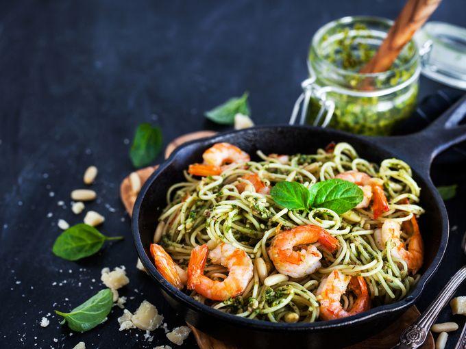 Паста с креветками и песто - ссылка на рецепт - https://recase.org/pasta-s-krevetkami-i-pesto/