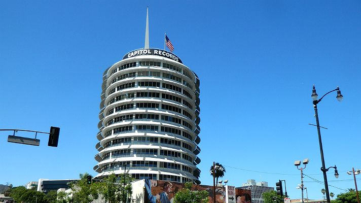 Discover the landmarkCapitol Records Building