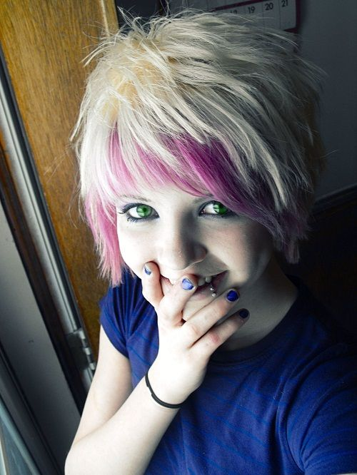 Cute Emo Blonde Hairstyles for Short Hair for Girls with Pink Highlights Phot