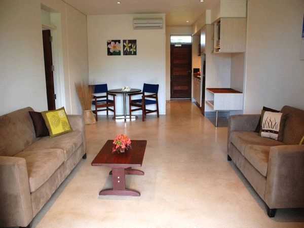 1 Bedroom Poolside Suite - This large spacious suite has a separate bedroom with a king bed or twin beds, plus a fully equipped kitchen.  Perfect for 1-2 people max of 3people.