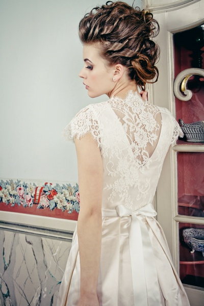 Silk & Pearls Wedding Dirndl. Love the back.