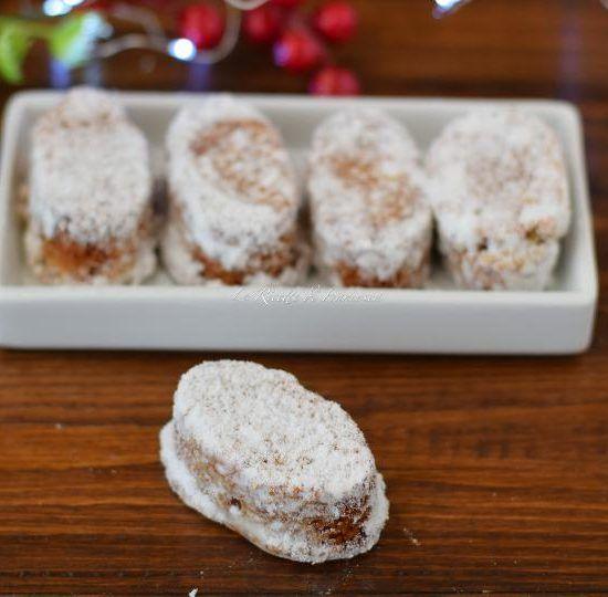 Se vuoi preparare dei morbidi dolci alla mandorla, facili e veloci, ti consiglio questa ricetta dei dolcetti alla mandorla.