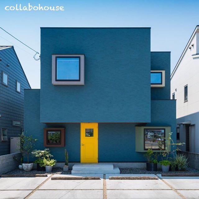 """""""私""""の色が見つかる、きいろいドアの家 ・ 住宅街でも開放的なリビングの作り方。 リビングを二階にしたら、 周囲の視線を気にしなくて済みます。 また、バルコニーから明るい光を 取り入れることができました。 ・ このお家は、美容室併用の住宅。 プライベート空間とサロンをほどよく区切った間取りです。 #店舗デザイン #店舗付き住宅 #外観 #ドア #スクエア #ボックス #塗り壁 #ネイビー #個性的 #美容室 #注文住宅 #設計士と直接話せる #設計士とつくる家 #コラボハウス #インテリア #愛媛 #香川"""