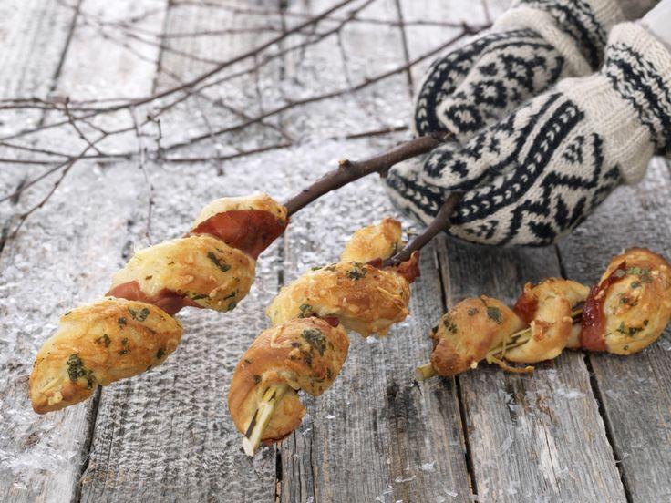 Pinnebrød med ost, spekeskinke og urtesmør - BREMYKT